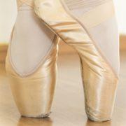 En pointe ballet shoes